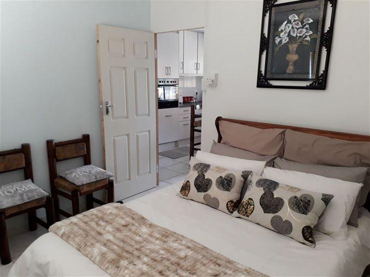Oppie Hoek - Welcome to Oppie Hoek.Oppie Hoek is two luxury fully furnished, brand new self-catering apartments in the south of Bloemfontein. It is centrally located in Hospital Park near 2 major hospitals (Pasteur ... #weekendgetaways #bloemfontein #motheo #southafrica