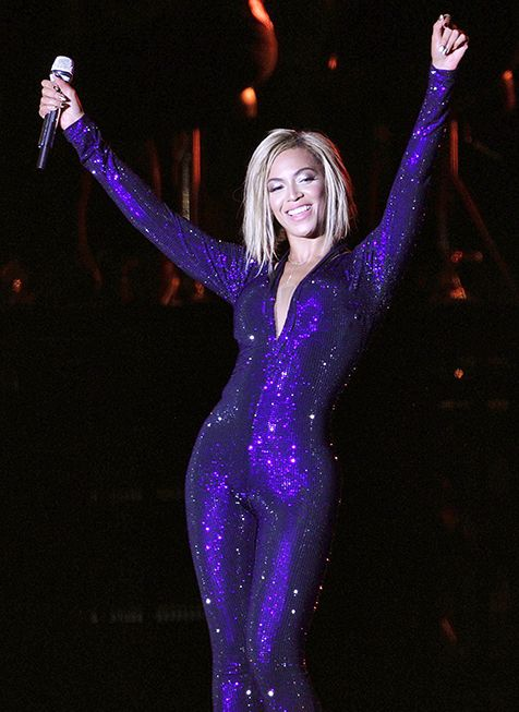 Beyonce's New Haircut Picture: Singer Debuts Chin Length Look Onstage - UsMagazine.com