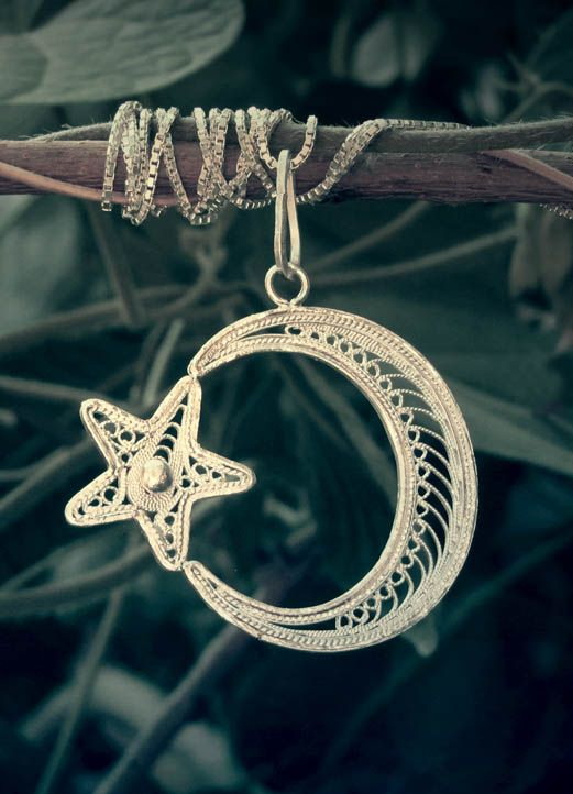 Persian Silver jewelry pendant / Malileh kari: is one of the original  persian handicraft , branch of the metal art that done with thin silver filaments.