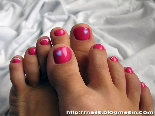 Helena039s pretty painted nails rub her pink pussy 9