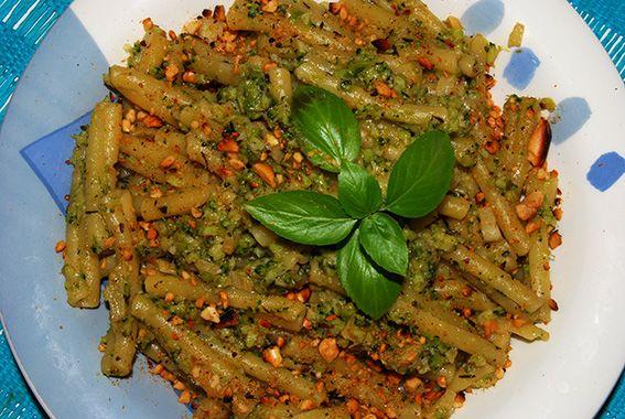 Aprendiz Vegana: Jantar pronto em 30 minutos... Massa com bróculos e amendoins