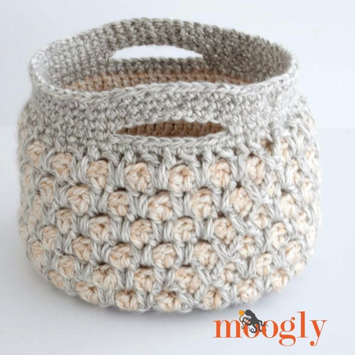 This gorgeous crochet basket features super bulky yarn and a fun stitch pattern - and it's FREE on Mooglyblog.com!