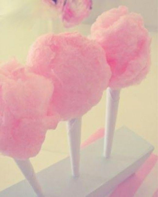 Did you know that you can make cotton candy in your own kitchen without having a machine? Cool!