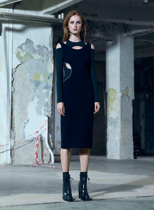 Gündüz için rahat ve spor, gece için feminen ve şık kıyafetler Versace 2016 Sonbahar Koleksiyonu'nda. Koleksiyonun tamamı blogta. http://pimood.com/versace-2016-pre-fall-koleksiyonu/ #versace #prefall2016