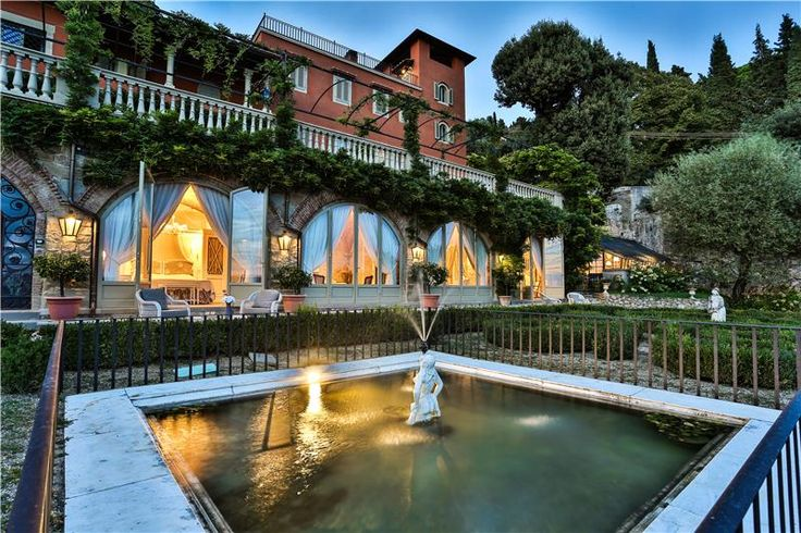 Wedding location in Tuscany, lovely Villa with accommodation. Wonderful rooms and pool!
