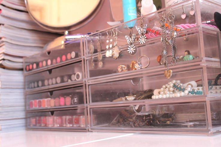 Makeup Room Feat. IKEA & Muji