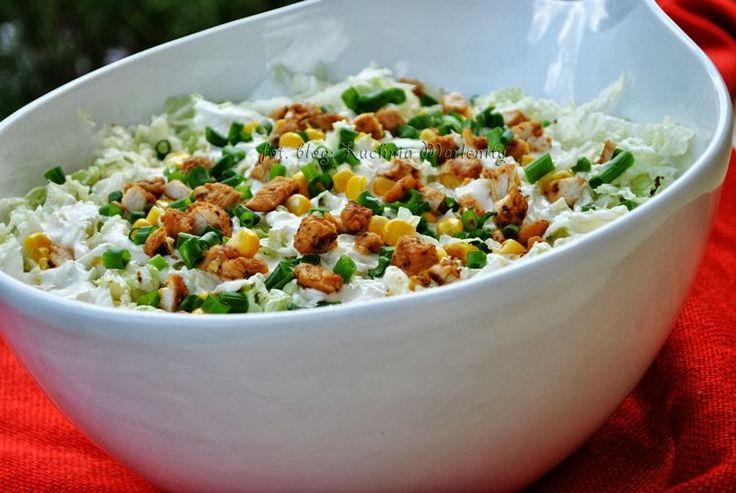 Kuchnia Marlenity: Sałatka gyrosowa z sosem czosnkowym