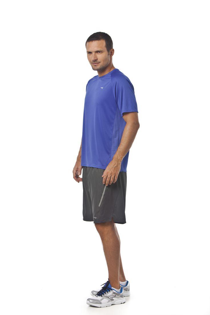 RAINHA GOVAD M - T-shirt em malha leve, recortes anatômicos em tecido texturizado, gola em retilínea, logo e transfer costas em refletivo, tape de gola contrastante com o logo Rainha e transfer Maxi Dry nas costas.