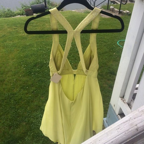CACHE LIME GREEN PROM/HOMECOMING/SPECIAL OC. DRESS You will look 🔥 in this Cache Backless Lime Green Dress!! Great price! Underskirt's stitching came undone but can't be seen when worn! Cache Dresses Prom