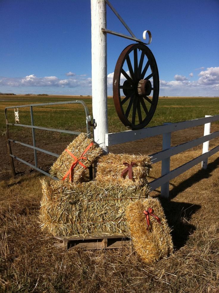 Mini hay straw bales make the ez 39 est decorations for any for Bales of hay for decoration