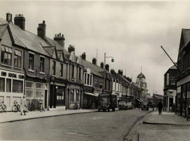 Low Market,Ashington...Cobbled entrance on left to Maple street