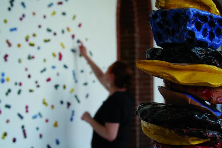 """Mostra """"Tra terra e cielo"""", al museo di Sant'Eustorgio. Esposizione dei lavori di ragazzi affetti da disturbi emotivi o vittime di bullismo, realizzati nel laboratorio terapeutica artistica.  #mostra #arte #brera #terapeutica #arttherapy #art #therapy #adolescenti #bullismo"""