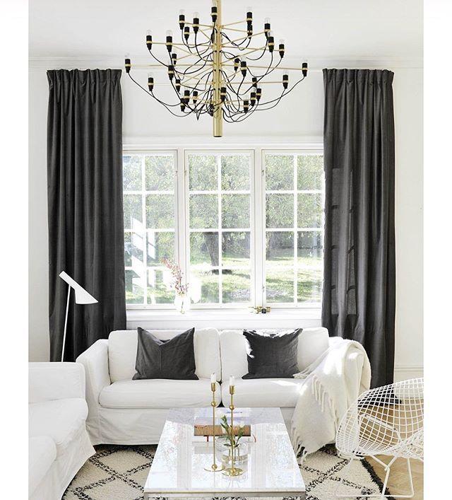 Trivs så bra med den nya stylingen i vardagsrummet! #gardiner #drömhus #sammetsgardiner #flerbilderpåbloggen #länkiprofilen #myhome #villaskogsbrynet