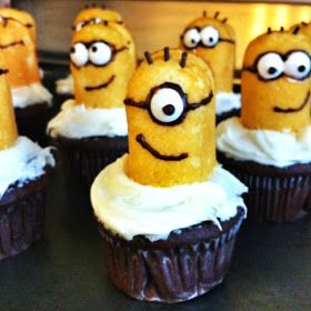 DIY Despicable Me Minion cupcakes tutorial. Great idea for a kids birthday party! Super easy to make!