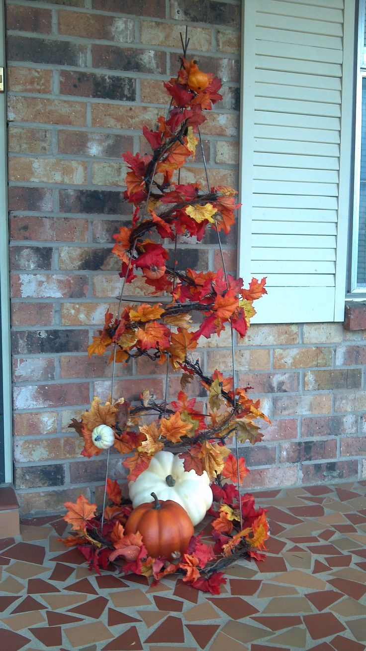 This has lots of potential!  Fall tree made with a tomato cage. I'm thinking I can make one for Halloween with spider webs and spiders and other things that are pretty creepy looking too!