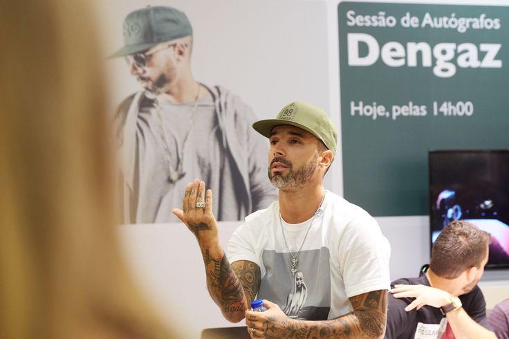 Dengaz fala com os fãs.