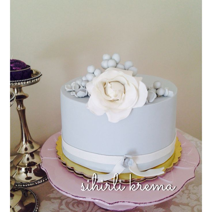 ...#fondantcakes #butikpasta #sugarart #sugarflowers #love