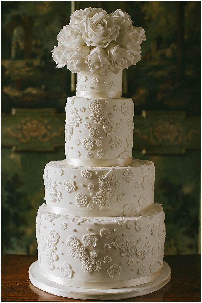 Modern wedding cake \ Elizabeth's Cake Emporium| via Beautiful Italian Wedding Inspiration Il Borro Tuscany - Nu Bride \ Nikos Gogas photography