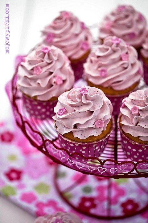 Beautiful > Raspberry cupcakes with raspberry swiss meringue buttercream