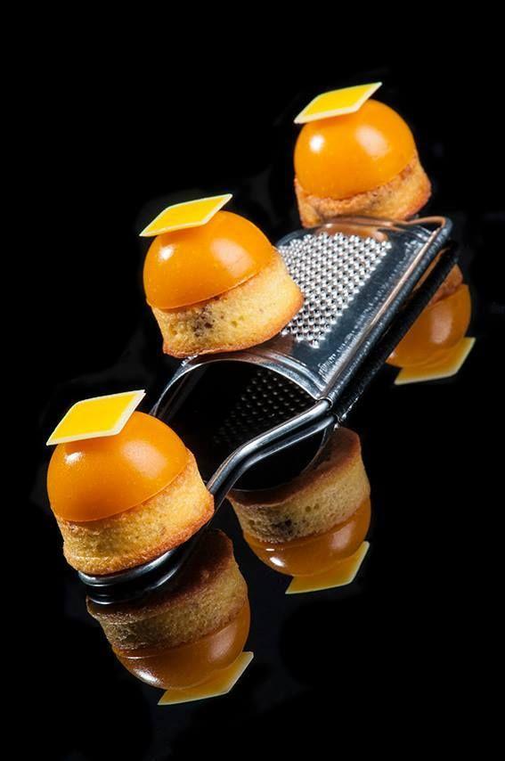 Composizione composto al cocco, bagna al batida de cocco, gelèe al mango brasiliano. Creato dall'Accademico Davide Malizia.  I Maestri AMPI sono professionisti e per le loro ricette utilizzano strumenti professionali.