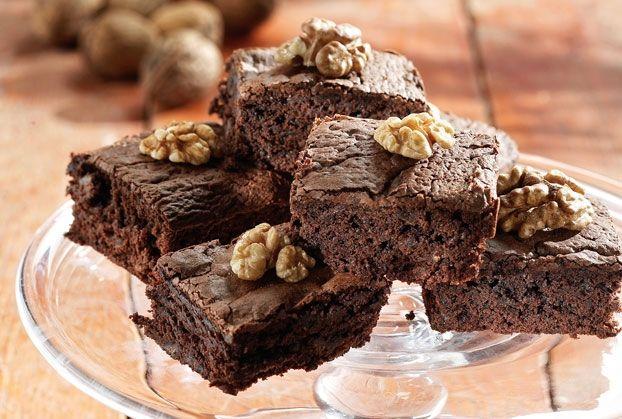 Ζουμερά μπράουνις με σοκολάτα και καρύδια
