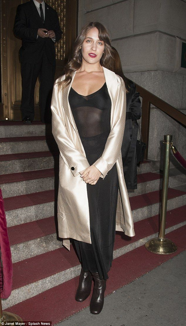 Lola Kirke Accidentally Bares Her Lacy Underwear To The