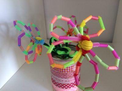 Een bloem van rietjes knutselen? Je hebt zo mooie bloemen gemaakt met deze handige stap voor stap instructie. Knutsel je met ons mee?