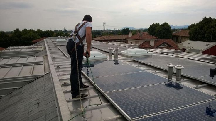 La pulizia dei pannelli fotovoltaici richiede una regolare #pulizia per non perdere l'efficienza: http://mbecocleaning.com/index.php/pulizia-pannelli-fotovoltaici-2/
