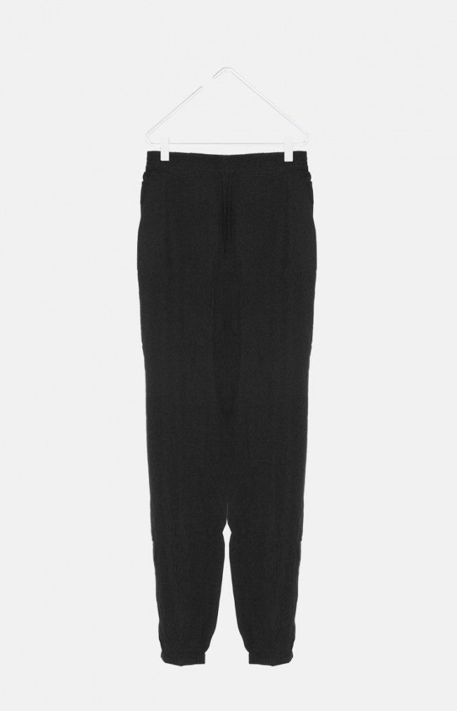 MASCIS from WeMoto are a straight cut and soft fit trousers. They feature an elastic waistband and drawstring and two pockets on the front area and two at the back.