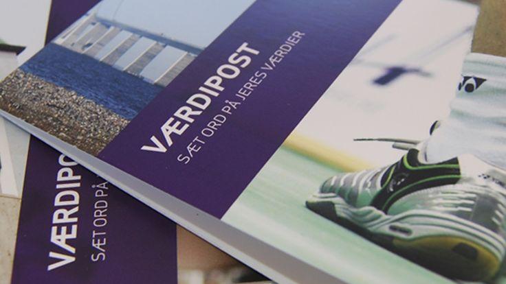 Posters og postkort spredte værdierne ud til alle arbejdspladser, så man dagligt kunne blive mindet om det fælles værdisæt.