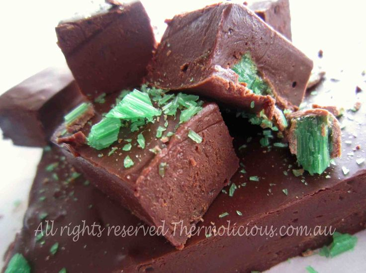 Chocolate Peppermint Fudge - Check out this recipe from www.thermolicious.com.au. Download the Thermolicious App for other family friendly recipes. #Thermomix #Thermochef #Chocolate #Peppermint #Fudge