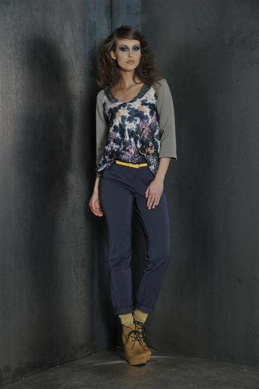 Blouse with neoprene sleeves with jeans