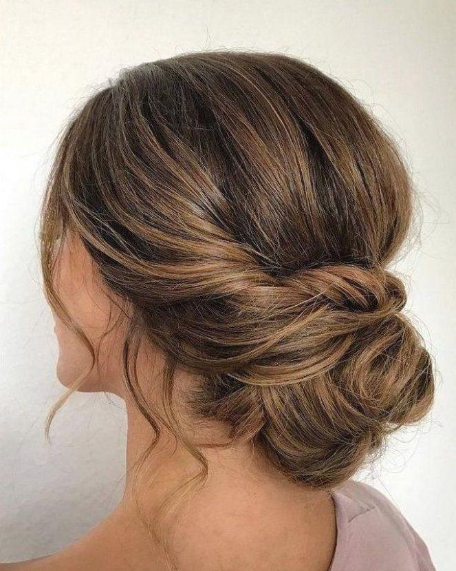 Strukturierte Hochsteckfrisur Frisur Einfache Hochsteckfrisur Hochsteckfrisuren Upstyles Hoch In 2020 Hair Styles Medium Hair Styles Wedding Hairstyles Bridesmaid