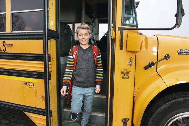 Strikkeopskrift: Strik en fin drengebluse med striber