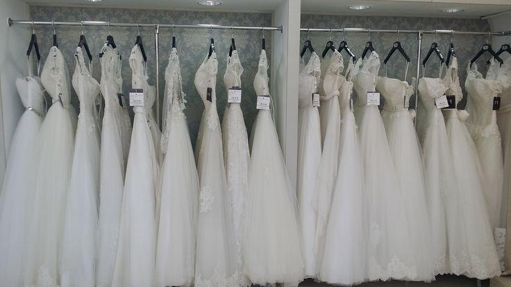 O vizita la magazin dureaza aproximativ o ora, timp in care veti proba mai multe rochii siva vom oferi consilierea necesara la fiecare produs in parte, astfel incat decizia finala sa fie cea mai buna.