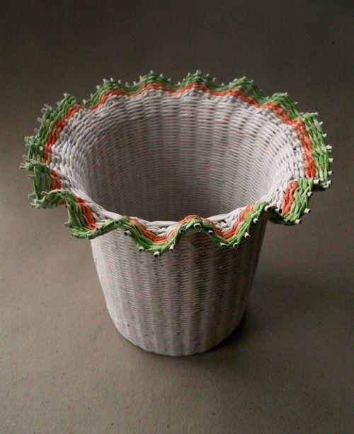 Paper basket by BluReco http://blureco.blogspot.co.uk/2013/01/urodzinowy.html