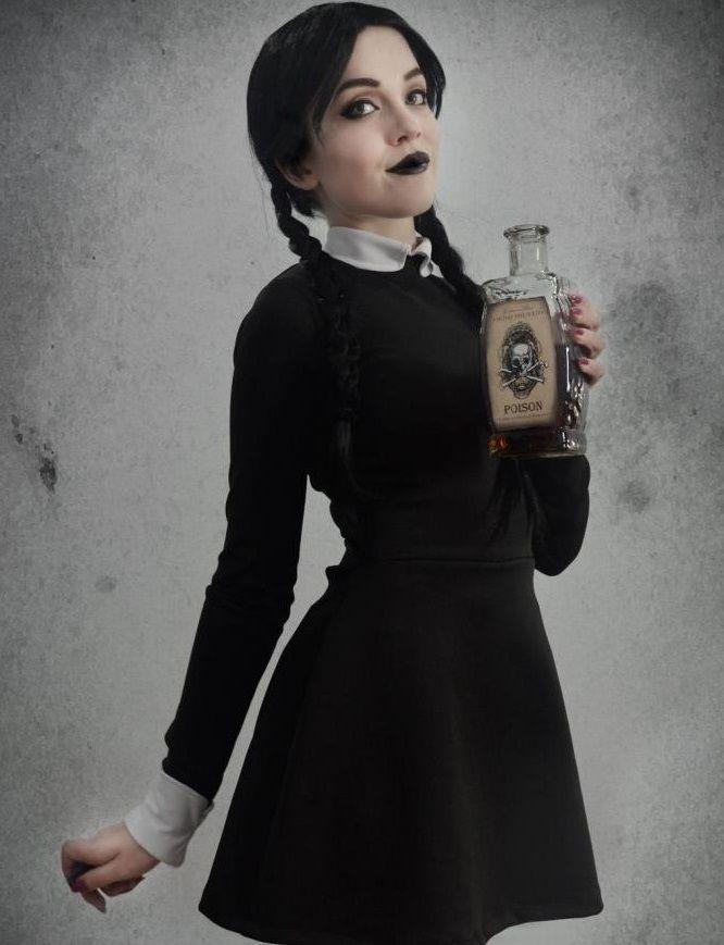 Disfraz con vestido negro para halloween