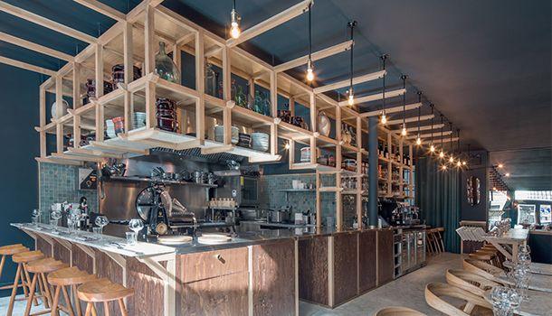Pour son nouveau restaurant, Il Cuoco Galante situé dans le 9e arrondissement de Paris, le passionné de gastronomie Philippe Baranes – à qui l'on doit déjà les adresses parisiennes Dessance et Braisenville –, fait appel à l'architecte d'intérieur ...