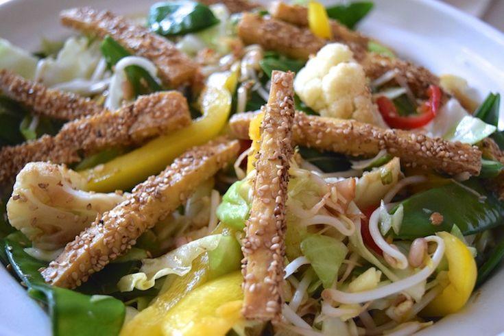 SUPER SKINNY: Tofu-friet met Aziatische salade