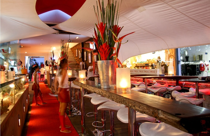 Red Carpet Champagne Bar, Bali