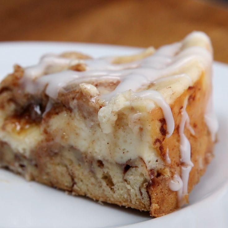 Gooey Cinnamon Roll Cheesecake