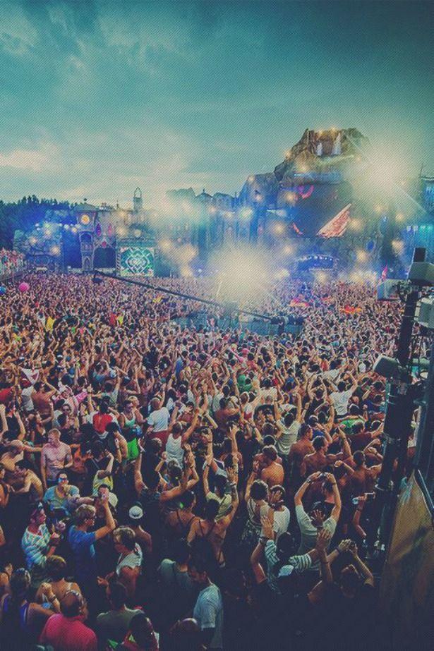 Adore Me Magazine Blog | 10 Tips To Survive Music Festival Season