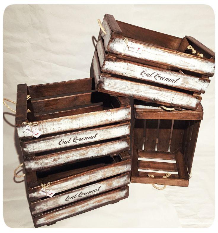 Serie personalizada rumbo a Barcelona. Y tu, ¿todavía pensado en cómo quieres tu caja antigua de madera? Envíanos una solicitud y la creamos a tu gusto. http://wp.me/p2IG9P-zE