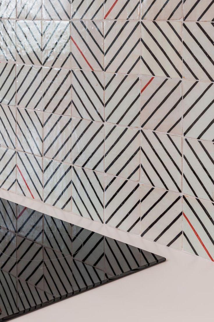 les 11 meilleures images du tableau chiseled ceramics ateliers zelij sur pinterest atelier. Black Bedroom Furniture Sets. Home Design Ideas