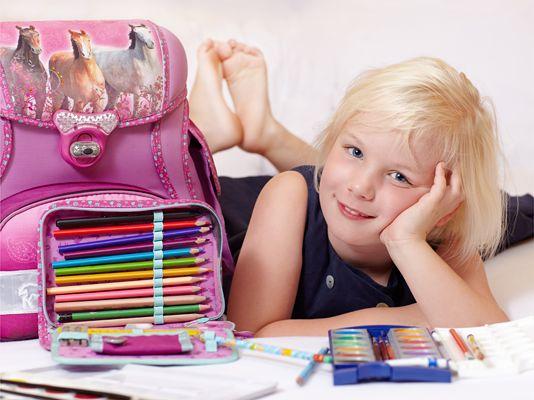 «Первоклассные» подарки Выбор подарков к 1 сентября осложняется тем фактом, что требуется подарить ребенку что-то полезное, школьное и «серьезное», и при этом хочется, чтобы такой полезный подарок ребенка непременно обрадовал.