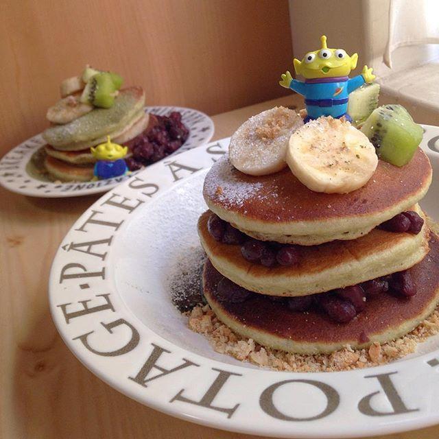 Happy Mother's Day💗 もちもち食感の抹茶パンケーキ🍵🍵🍵 媽咪不喜歡吃鮮奶油很多的蛋糕 所以今年母親節做了抹茶紅豆鬆餅 有QQ麻糬口感的鬆餅冷掉也好好吃😋 自己做的最健康🤗🤗🤗 祝媽咪永遠年輕美麗🌸🌸🌸 #mom#happymothersday#ilovemom#mommy#pancake#matcha#littlegreenman#alien#toystory#disney#disneygram#food#foodgram#yummy#instalife#instadaily#photooftheday#bestoftheday#母の日#パンケーキ#抹茶#あずき#リトルグリーンメン#ディズニー#ハンドメイド#手作り#母親節#鬆餅#抹茶