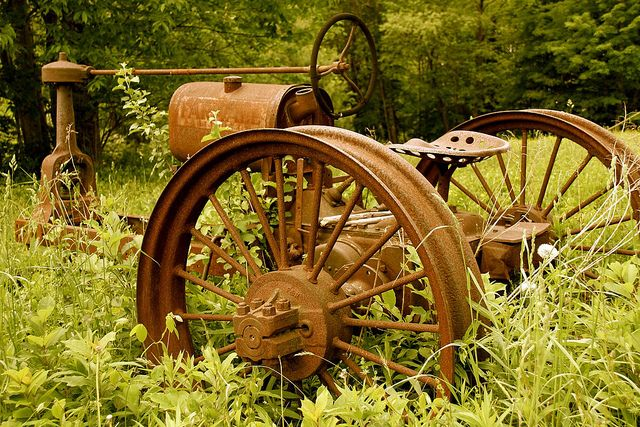 Front yard lawn ornament idea. Plant vining plants around wheel spokes with mums, sunflowers, black eyes Susan's, coneflowers, etc...