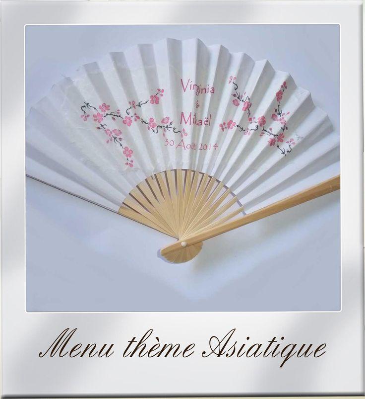 Menu thème asiatique sur éventail papier avec motif fleur de cerisier du japon rose