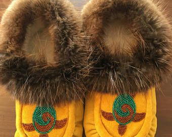 Women's Size 10 Native American Moccasins with beaver fur