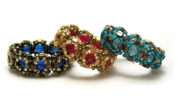 Free Captured Beading Ring Pattern by Amari featured in Bead-Patterns.com